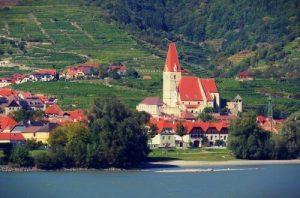 assistant-river-cruise-in-austria-weissenkirchen