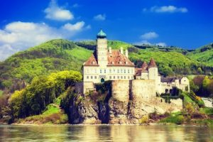 assistant-river-cruises-in-europe-castle-on-danube-river