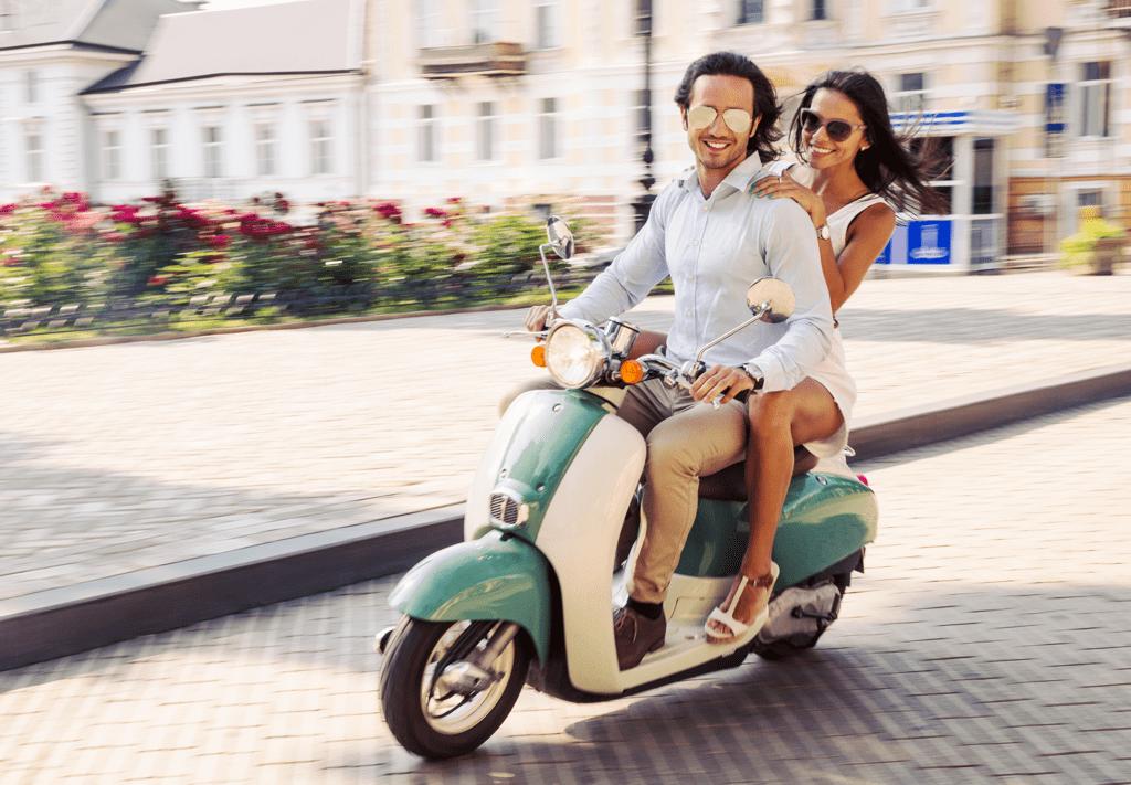 Vespa Tour Paris - AssistAnt Travel