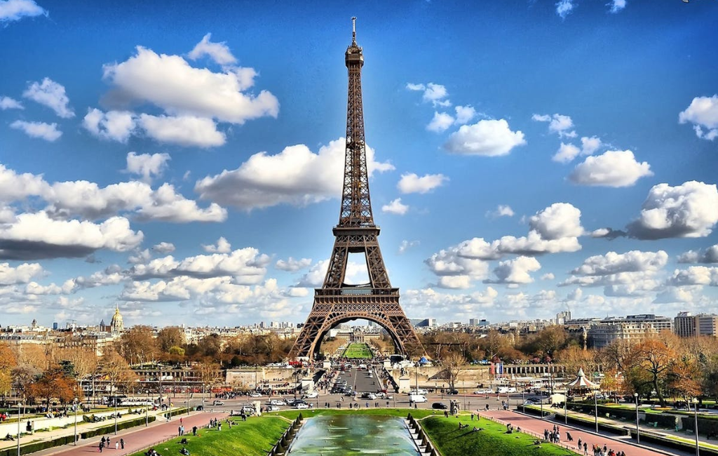 Eiffel Tower Paris in Summer - AssistAnt Travel
