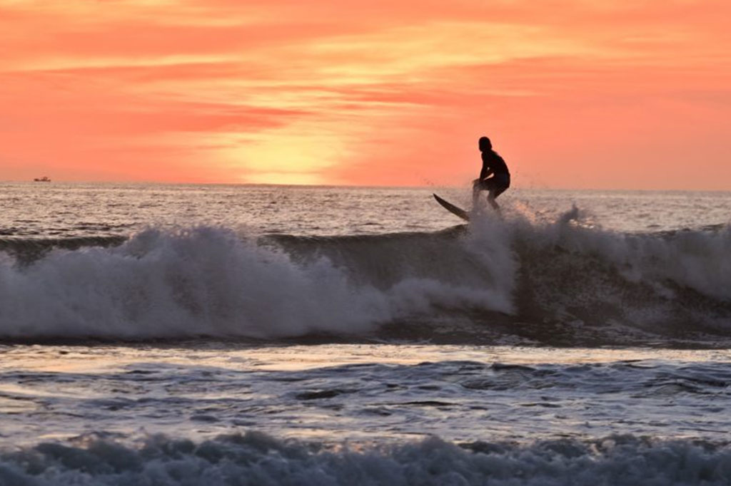 Surfing_costacrica_assistant